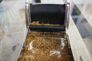 GIZEH Rollbox Drehmaschine mit Tabak